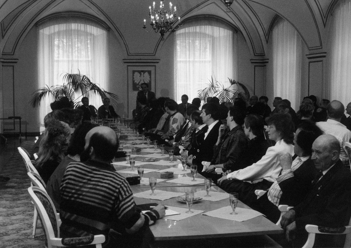 Jurorów, gości i obecnych w Poznaniu uczestników Konkursu, przyjął w Sali Białej Urzędu Miejskiego prezydent miasta, Wojciech Szczęsny Kaczmarek.