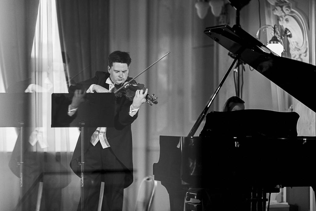 Stefan Tarara - skrzypce, Lora Vakova – Tarara - fortepian.