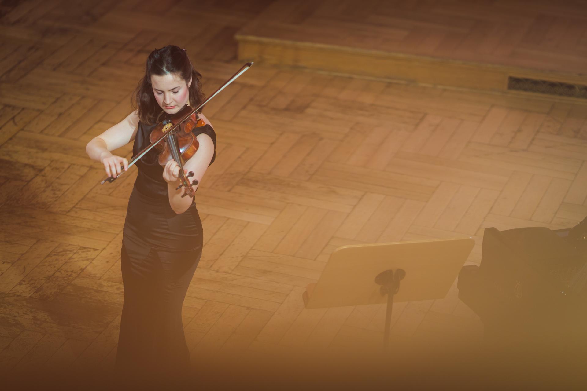 Amalia Hall (Nowa Zelandia) - Etap 1 - 15. Międzynarodowy Konkurs Skrzypcowy im. H. Wieniawskiego BINAURAL   na słuchawki