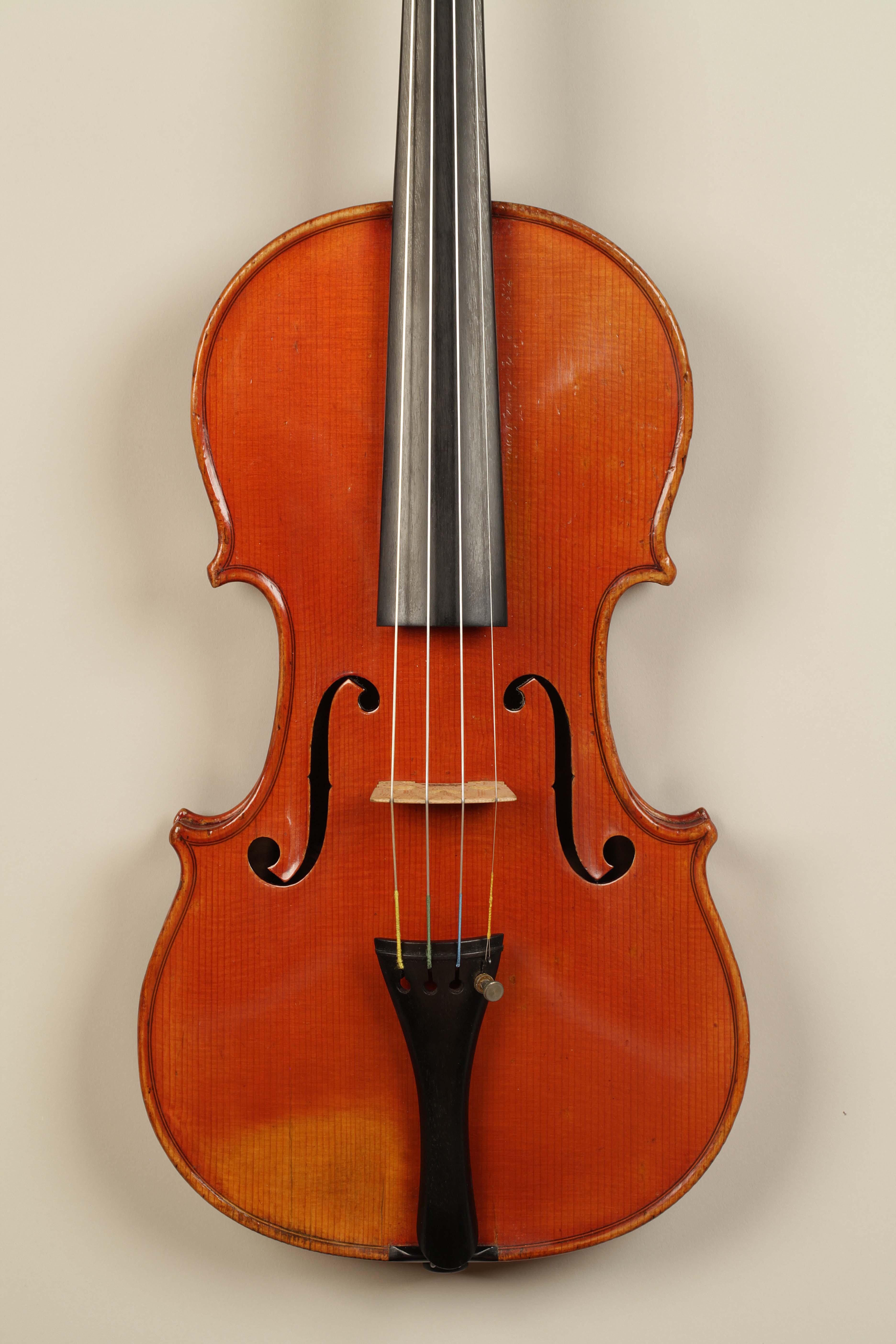 Presentation of Henryk Wieniawski's violin (GAND, Luthier de la Musique du Roi at du Conservatoire de Musique, 1846) at Gala Concert 23.10.2016