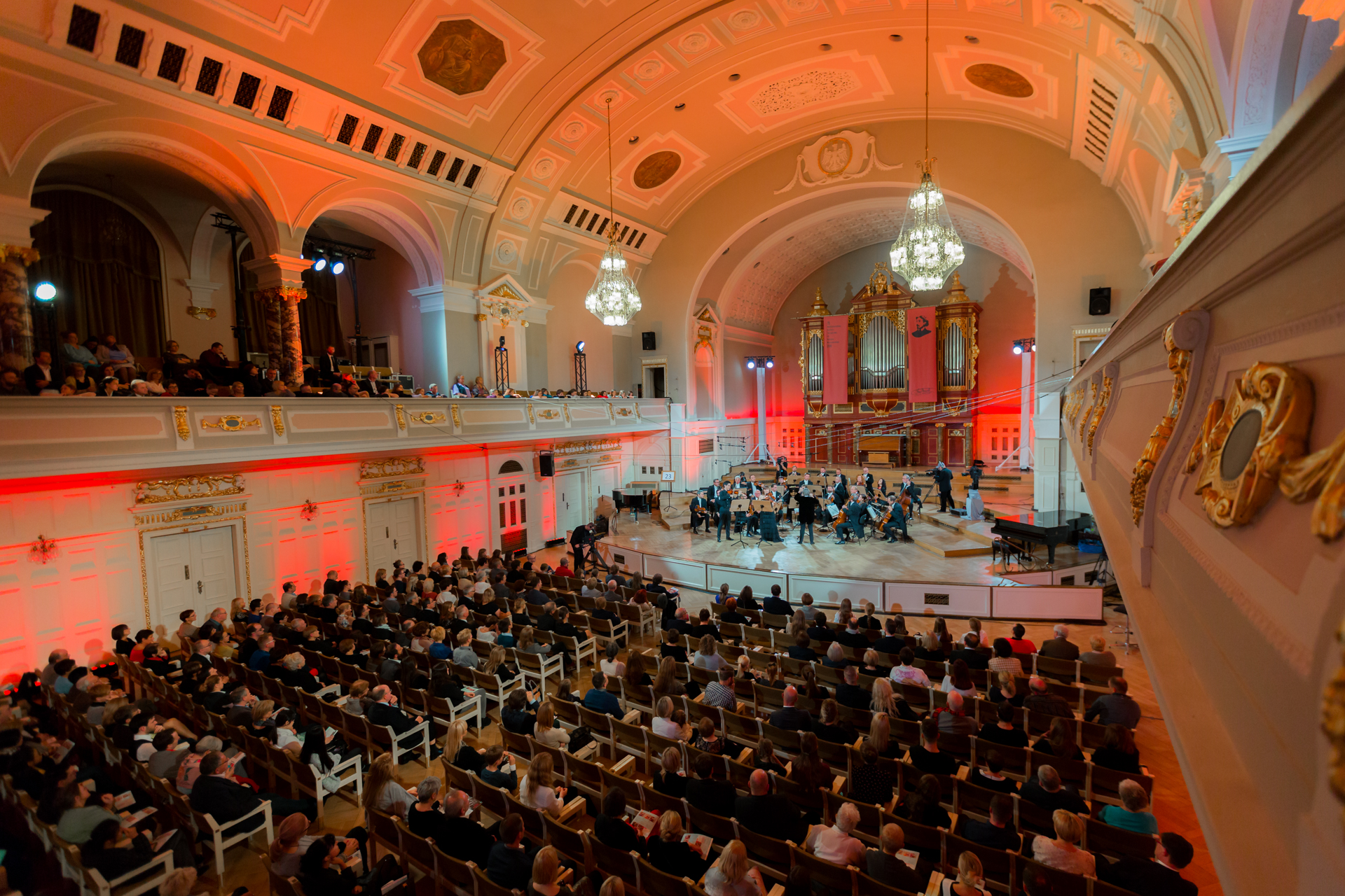 RR Studio. Richard Lin (USA), K. Budnik-Gałązka, Orkiestra Polskiego Radia Amadeus pod dyr. Agnieszki Duczmal