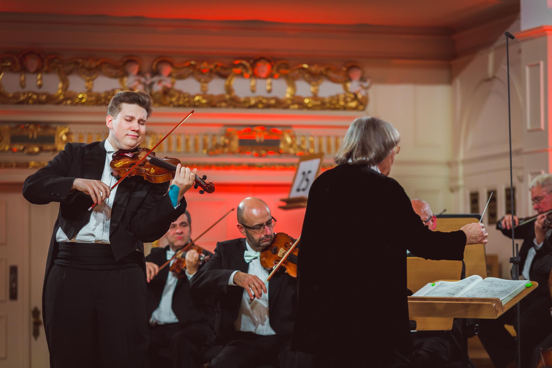 RR Studio. Robert Łaguniak (Poland),  Polish Radio Chamber Orchestra Amadeus conducted by A. Duczmal