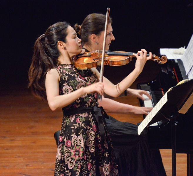 Prize endowed by the International Krystyna Jamroz Music Festival in Busko-Zdrój - concerts of Veriko Tchumburidze and Bomsori Kim (July 2 and 4, 2017)
